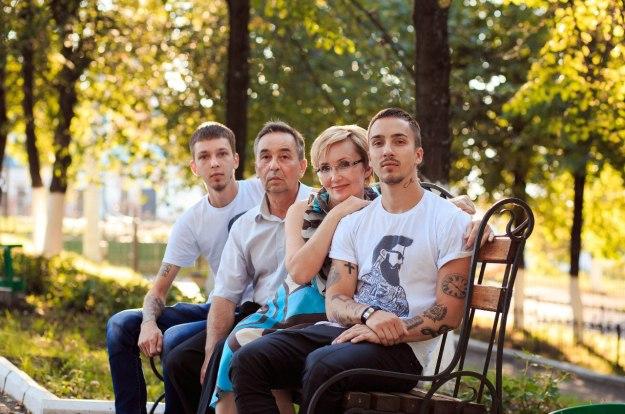 Миша-с-семьей-625x414